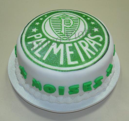 Uma versão diferente com base branca e os detalhes em verde