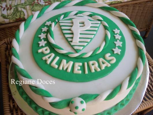 Olha só que lindo esse acabamento. Uma das melhores versões do bolo do Palmeiras de pasta americana