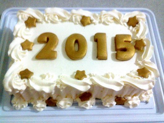 Bolo de Ano Novo Simples decorado com detalhes em dourado