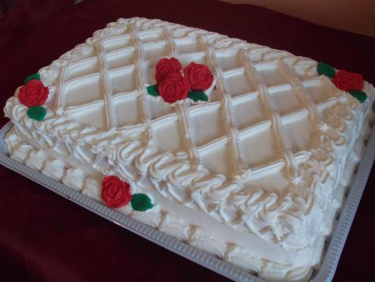 Bolo de Ano Novo Simples decorado quadrado com rosas