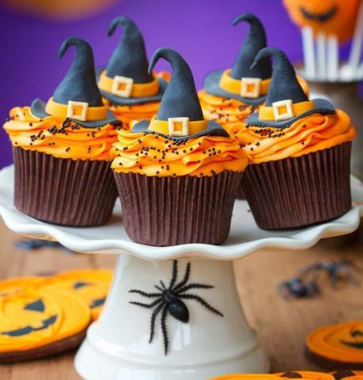 Comidas de Halloween: cupcake com chapéu de bruxa