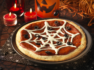 Comidas de Halloween: pizza com teia de aranha