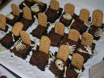 Comidas de Halloween: túmulos com bolo e bolacha