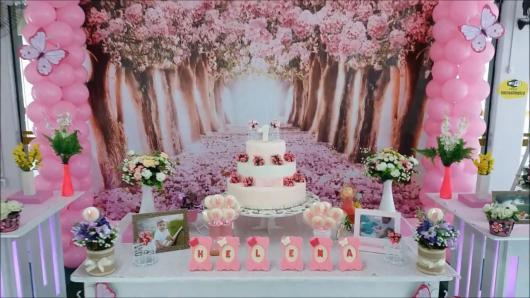 Decoração de festa infantil Jardim Encantado com painel de flores