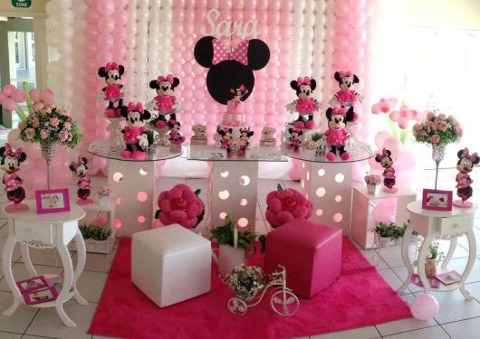 Decoração de festa infantil Minnie com balões rosas