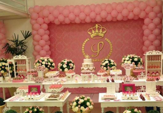 Decoração de festa infantil Princesa com painel rosa