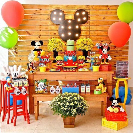 Decoração de festa infantil Mickey com pallets