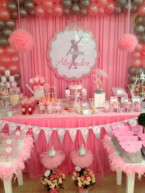 Decoração de festa infantil Bailarina com cortina rosa