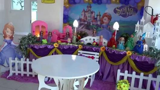 Decoração de festa infantil Princesa Sofia com painel personalizado