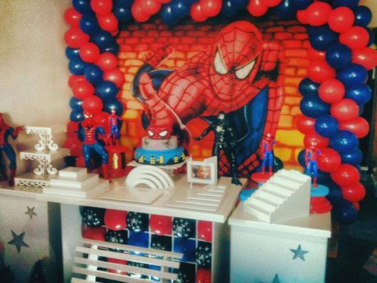 Decoração de festa infantil Homem-Aranha com painel personalizado
