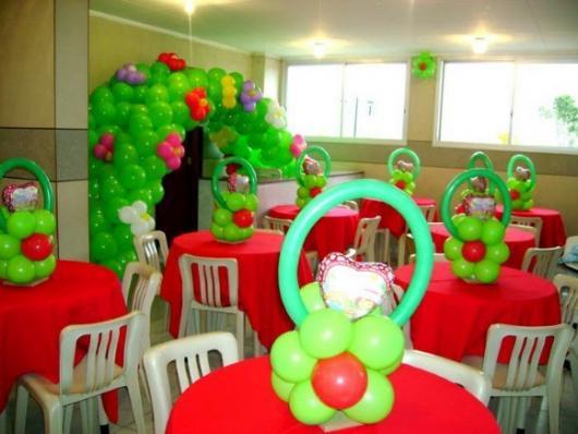 Decoração de festa infantil Moranguinho com balões