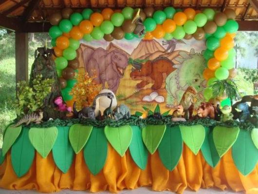 Decoração de festa infantil Dinossauro com toalha de mesa personalizada