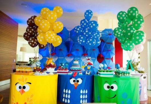 Decoração de festa infantil Galinha Pintadinha com toalhas de mesa personalizadas