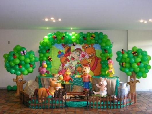 Decoração de festa infantil Cocoricó com balões