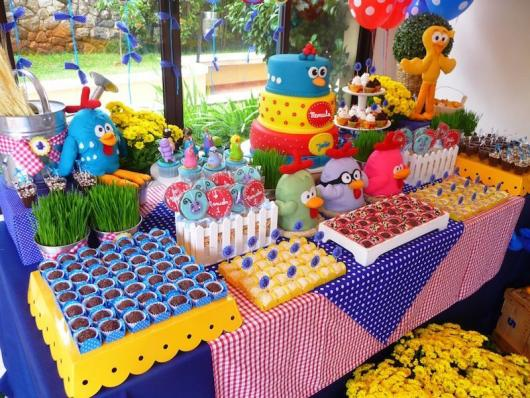 Decoração de festa infantil Galinha Pintadinha com balões personalizados
