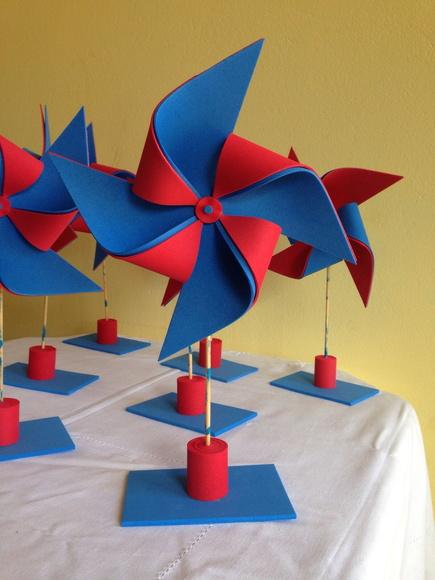Enfeite de Mesa com catavento azul e vermelho
