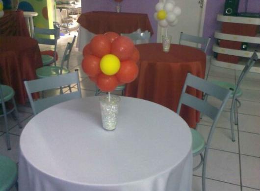 Enfeite de Mesa com bexiga no formato de flor