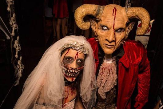 Fantasia de Halloween feminina assustadora de demônio