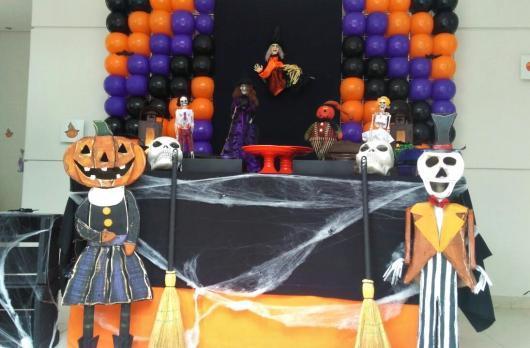 Festa de Halloween decoração com painel de balões