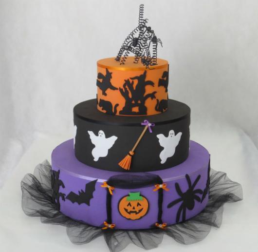 Festa de Halloween bolo fake com 3 andares