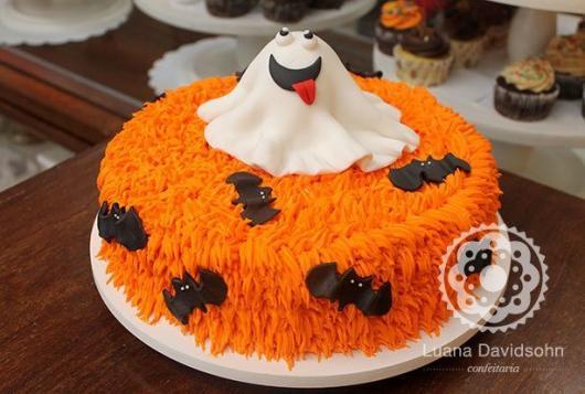 Festa de Halloween bolo com chantilly laranja