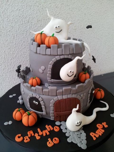Festa de Halloween bolo com formato de castelo assombrado