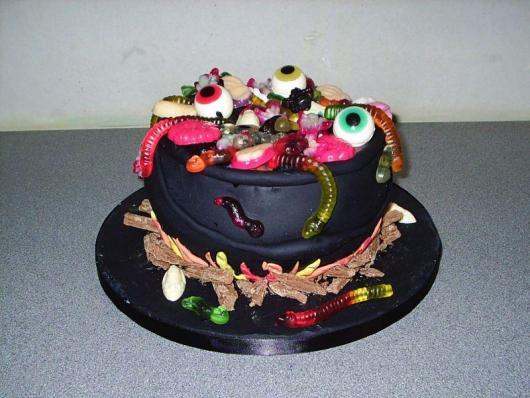 Festa de Halloween bolo com formato de caldeirão assustador