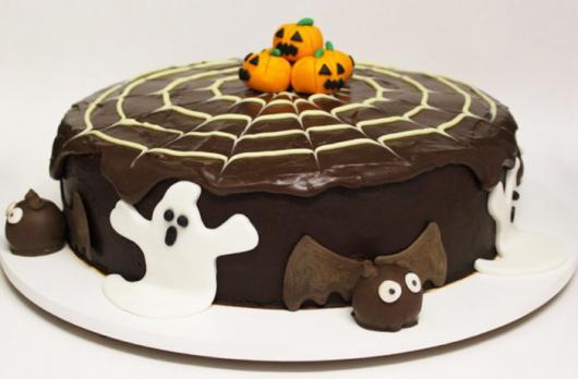 Festa de Halloween bolo com cobertura de chocolate