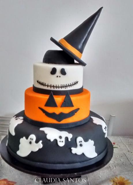 Festa de Halloween bolo com chapéu de bruxa no topo