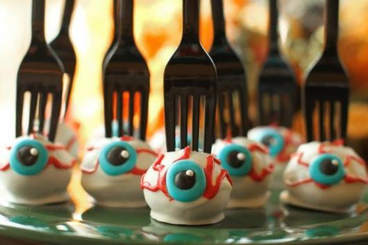 Festa de Halloween decoração com doce personalizado na mesa