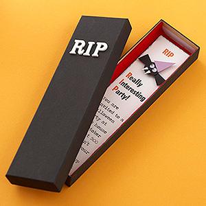 Festa de Halloween convite com formato de caixão