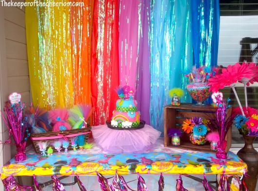 Mesa temática para festa do Trolls