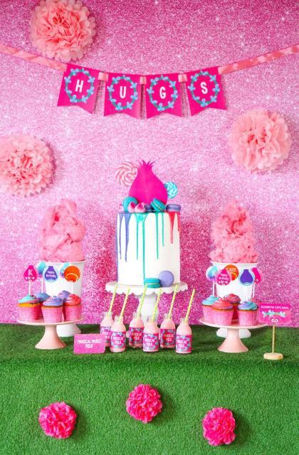 Ideia linda de decoração de festa de menina com tema Trolls