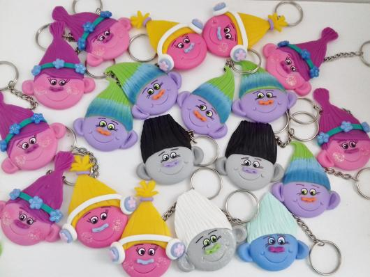 Chaveirinhos de biscuit para lembrancinha do Trolls