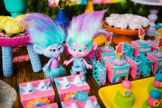 Bonecos inspirados no filme trolls