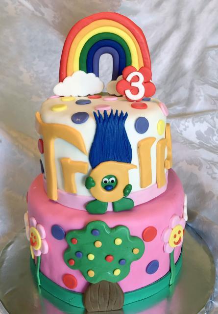 Dica para você decorar seu bolo Trolls com pasta americana