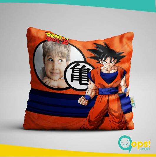 Almofadas personalizadas com o tema e com a foto do aniversariante