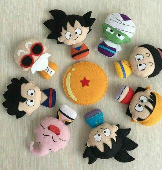 Bonequinhos dos personagens da franquia feitos de feltro