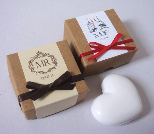 Caixinhas personalizadas com sabonetes de coração