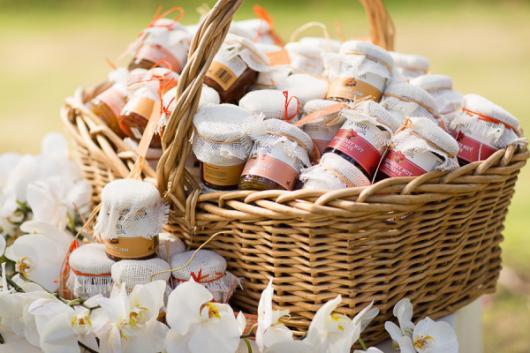 potinhos com doces variados para os convidados escolherem