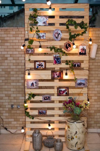painel de madeira para por fotos do casal