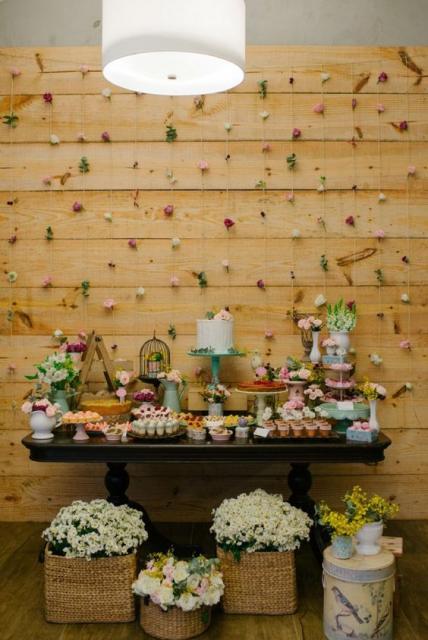 dicas para decorar festa rústica com painel de madeira