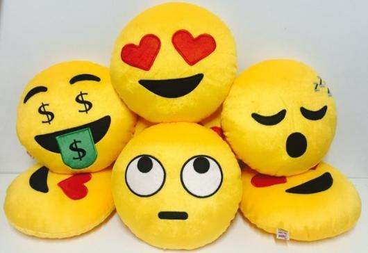 Presente unissex almofada de emoji