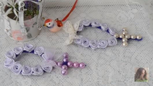 Imagem de dois tercinhos de pérolas e flores.