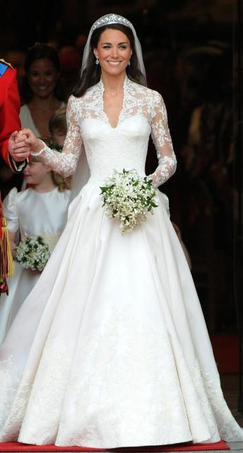Kate Middleton saindo da igreja após seu casamento com o Principe William.