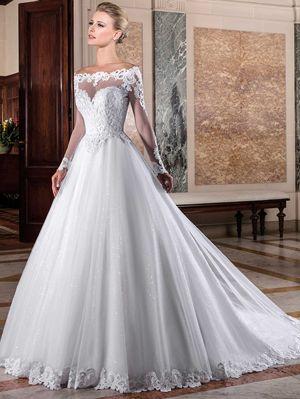 Vestido de noiva com decote coração.