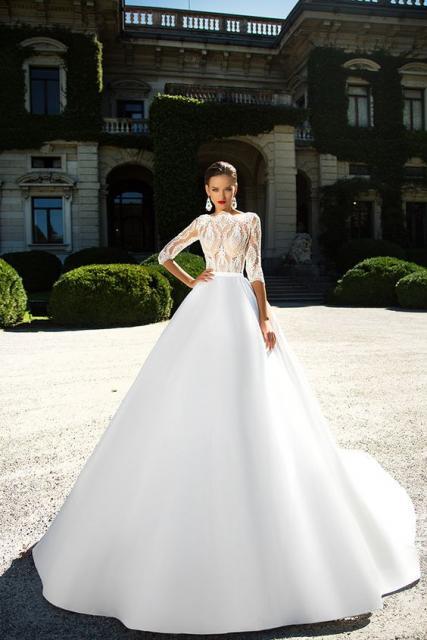 Vestido de noiva com mangas 3/4.