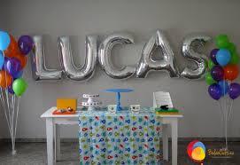 Balão de gás hélio de letra com a palavra Lucas