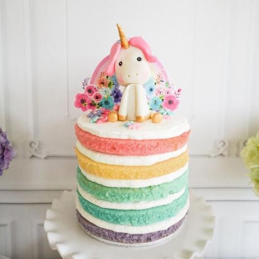 Bolo colorido unicórnio naked cake
