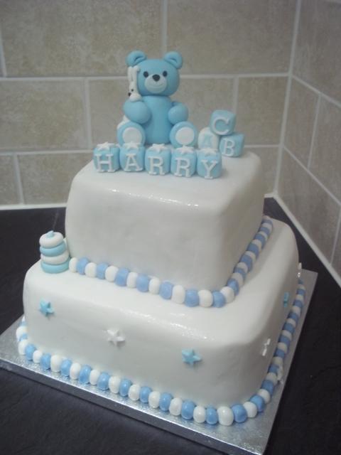 Dica de bolo de dois andares quadrado para chá de bebê
